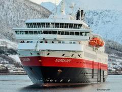 Arktisches Abenteuer in Spitzbergen mit Hurtigruten